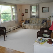 Cute, Clean Beach Cottage in Scarborough Area of Narragansett