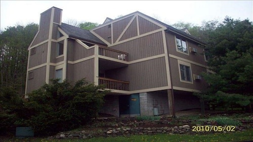 Adorable Condo Close To Ski Hills At Peak N Peek Resort and Pet Friendly