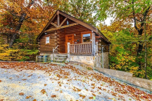 Romantic Mtn. Cabin Btwn. G.burg&p. Forge, Pets OK, Heart Tub, Hot Tub Pooltable