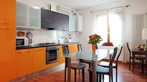 Kühlschrank, Mikrowelle, Ofen, Herd
