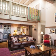 Spacious, Sunlit Casita in the Heart of Historic Taos!