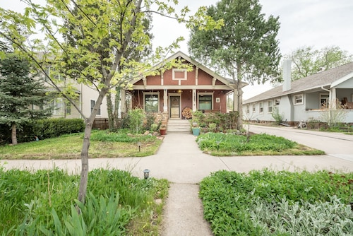 Elegant, Clean, and Comfortable ~ Historic DT Bungalow ~ Newly Updated