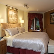 Romantic Oceanview King Suite - Paradise on the Beautiful Sunshine Coast of BC
