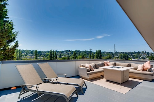 Luxury seattle townhome with roof top deck