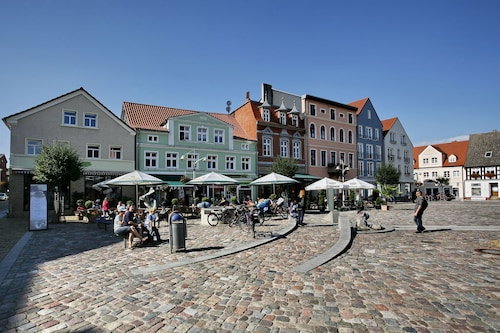 Modern Apartment / Apartments in a Prime Location on the Market Square in the Seaside Resort Ueckermünde