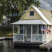 Welcome To Floating Cottage . . . on Florida's Scenic St. Johns River