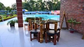 Utendørsbasseng