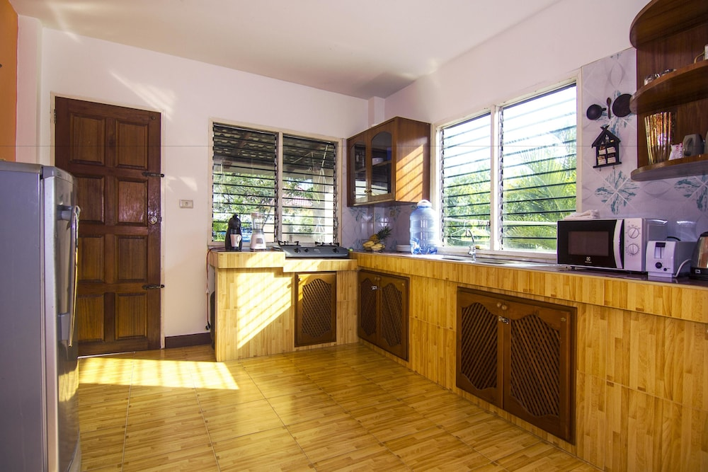 Private Kitchen, Djast Villa
