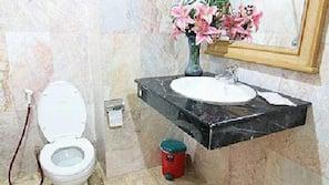 Shower, free toiletries