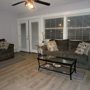 Hampton North Beach Getaway AC, Cable, Wifi, Pool - 1 Bedrom and 1 Pullout Sofa
