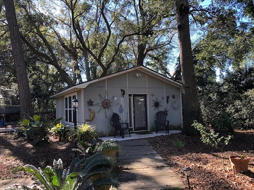 Great Place to stay Clever, Cute, Close and Clean! near Charleston