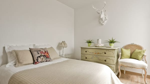 2 chambres, fer et planche à repasser, lits bébé, Wi-Fi