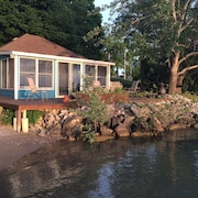Drifted Inn - Riverfront Cottage