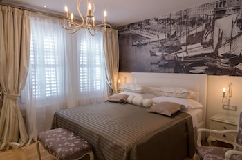 Gothic Palace - Luxury Rooms