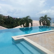 F2 Panoramic View Sea, Mountain and Pool of the Residence