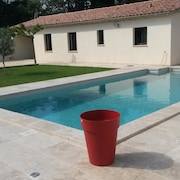 At the Foot of the Ventoux, 5 Minutes From the Amusement Park, Nine Air-conditioned Cottage