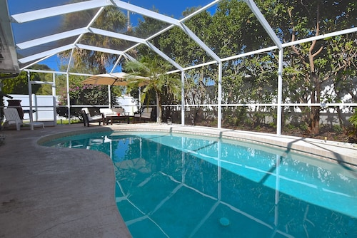 Siesta Key Pool House 3 Miles From the Beach