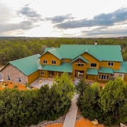 Massive 9 Bedroom Luxury Cabin! Perfect FOR Reunions AND Retreats!