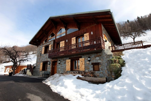 Chalet for 16 People 5 min Away From the Paradiski ski Area
