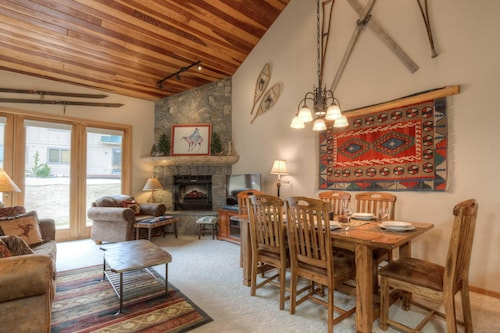 Last Minute Xmas Availability-charming ski In/out Condo W/sauna Room!