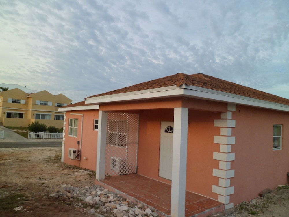 Exterior, RED Clover With A CAR Spacious Clean House Very Close TO THE Beach