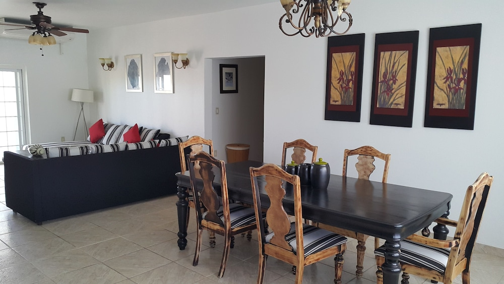 Private Kitchen, RED Clover With A CAR Spacious Clean House Very Close TO THE Beach