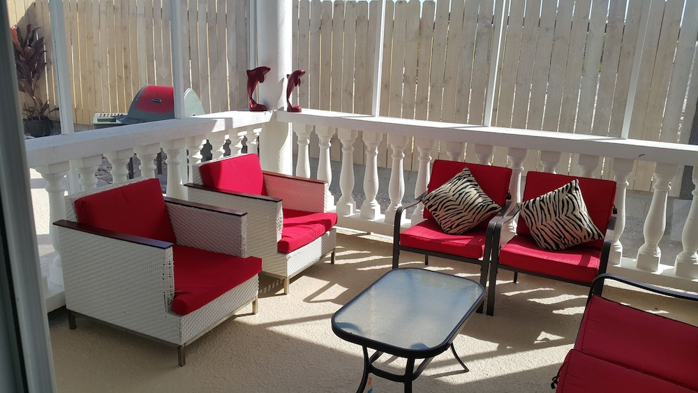 Balcony, RED Clover With A CAR Spacious Clean House Very Close TO THE Beach