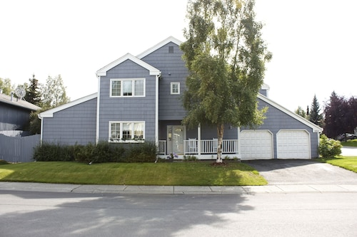 Family Friendly Home in the Heart of Alaska Adventure