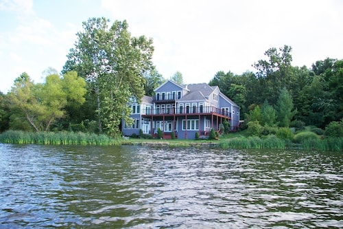Great Place to stay Luxury Home on Private Lake - Upper Level near Kansas City
