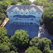 Corolla Paradise, 10 Bedrooms, 10 Baths, Private Setting! 3 Minute Walk To Beach