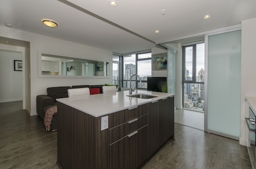 Cozy Condo in the Heart of Downtown Vancouver