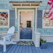 Half a Block to Everything.3 Bedroom Beach Cottage on Balboa Island