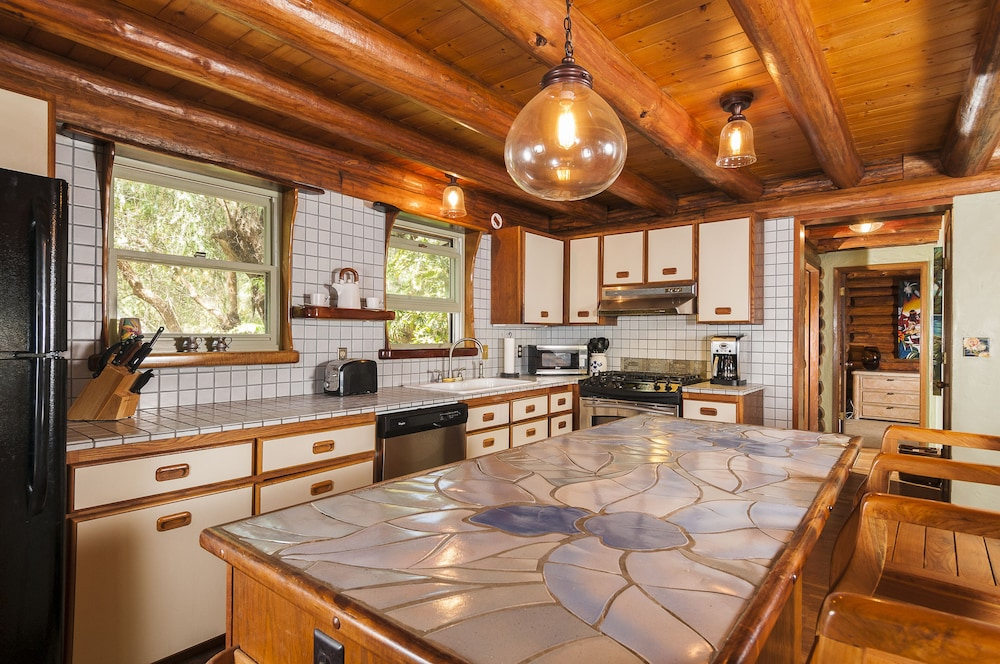 Permitted Charming LOG House in Real Upcountry Maui. Magical and ...