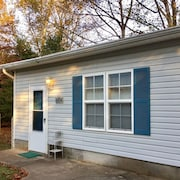 Quiet Neighborhood, 2 Bedroom, 2 Bath Cottage