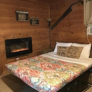3 Bed 1 Bath Cozy Cabin near Ski Resorts and Trails! Cable TV & WiFi!