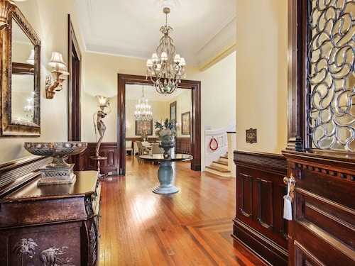 Great Place to stay Amazing Parlor Room on St Charles! Parades! Street Car! near New Orleans