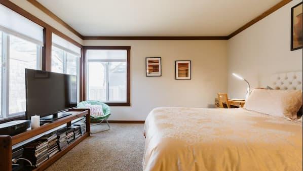 3 quartos, escrivaninha, ferros/tábuas de passar roupa