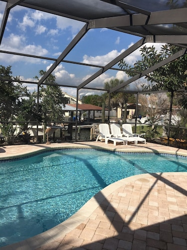 3/2 Apollo Beach Waterfront Home With Private Pool & Boat Lift/dock