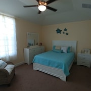 We Have Created a Warm Coastal Escape in the Beautiful Everglades City. Wi-fi