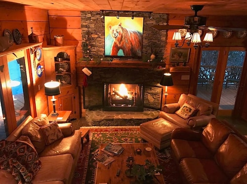 New Listing, Beautiful Log Cabin Right On The Watagua