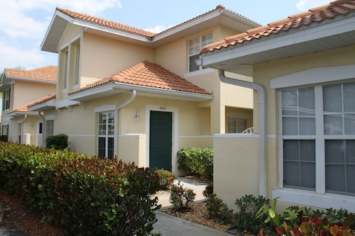 Naples Florida Condo, Minutes To All That Naples Has To Offer!