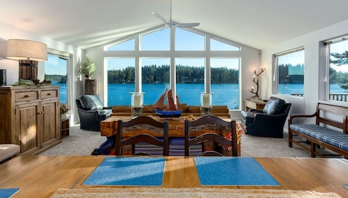 Great Place to stay An Island Escape - Beautifully Decorated & Comfortable Home Away From Home near Bainbridge Island