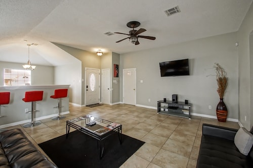 Great Place to stay Premiere Meadow Park Lane Home Close TO Downtown Book NOW $99 January Special!! near New Orleans