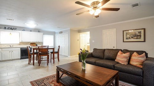 Great Place to stay Downtown Charmer W/wifi, Close to Colleges, Restaurants & Hospital near Conway