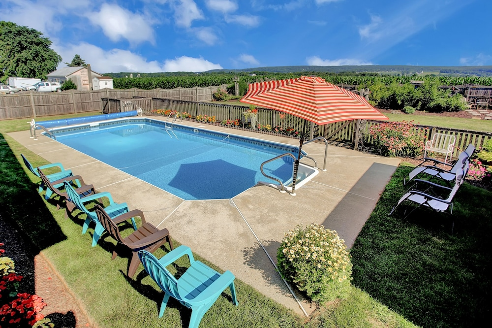 Pool, Country Land Guest House - Spacious and Great for Families to Relax!