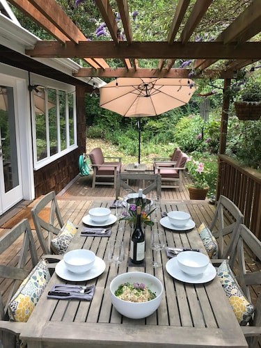 Laid-back Luxury on Bainbridge Island air Conditioned!