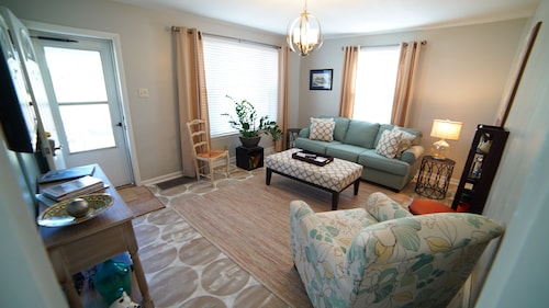 Great Place to stay The Dunklin House...we Recently Renovated This Comfortable 2 Bedroom Cottage near Cape Girardeau