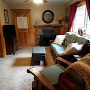 Mountain Side Cabin! Nice Deck, Great Views, Quiet Retreat, Newly Updated!