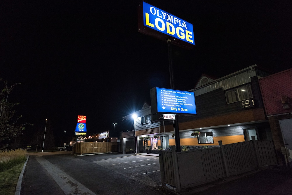 Front of Property - Evening/Night, Olympia Lodge