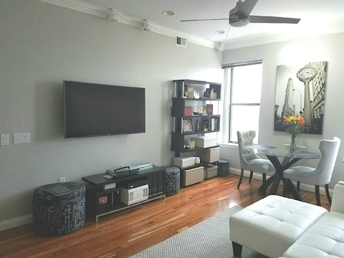 Newly Renovated Modern 1 Bdrm Condo Adams Morgan by Line Hotel